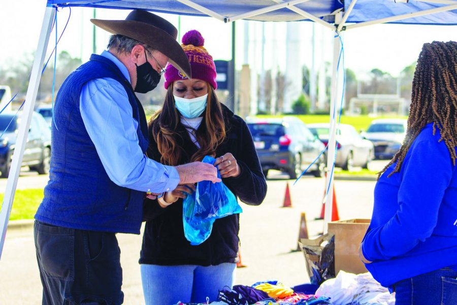 More than 30,000 free reusable masks and nonperishable goods were given to the Metro-Montgomery community by alumnus Lane Harper, who hosted this giveaway on Feb. 20.  Harper is the founder of The Power of Life Foundation, a non-profit organization.